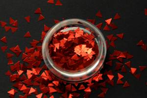 Камифубики (треугольники) для дизайна ногтей красные KT-03