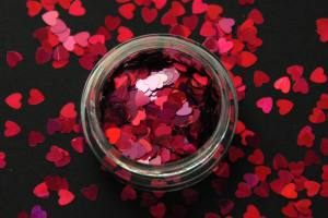 Камифубики (сердечки) конфетти розовые для дизайна ногтей KF-05